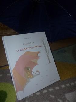 Clemence et le grand parapluie - Seuil - Les lectures de Liyah