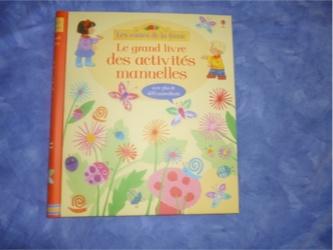 Le grand livre des activités manuelles - Usborne - Les lectures de Liyah