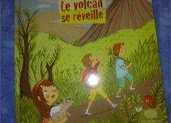 Le volcan se réveille - Petite Plume - Les lectures de Liyah