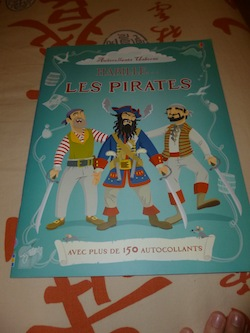 Habille les pirates - Usborne - Les lectures de Liyah