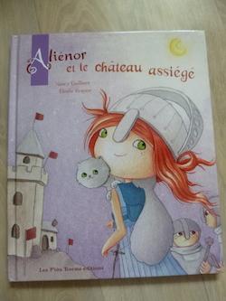 Alienor et le chateau assiege - P'tits totem - Les lectures de Liyah